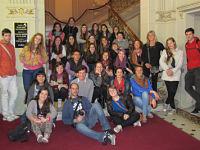 Alumnos de primer año de Diseño Equipacional en el teatro «El Círculo»
