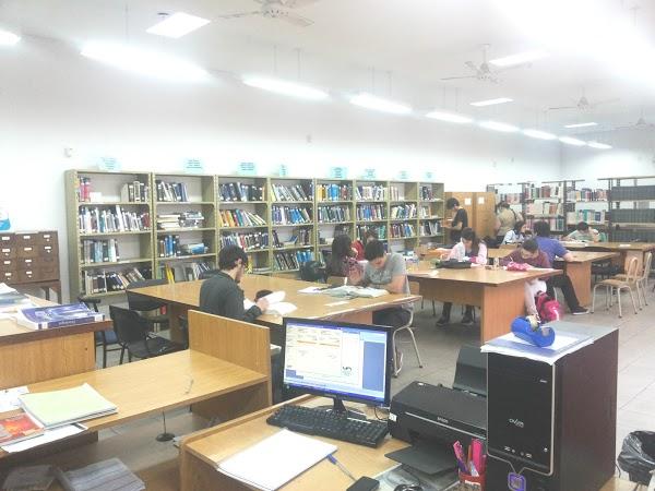 Convocatoria: estudiantes de Bibliotecología para becas rentadas